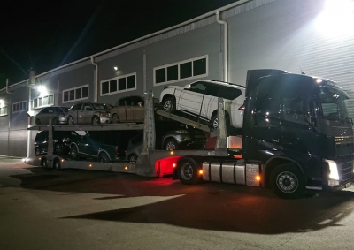 Доставка автомобилей автовозами из Красноярска в Москву.